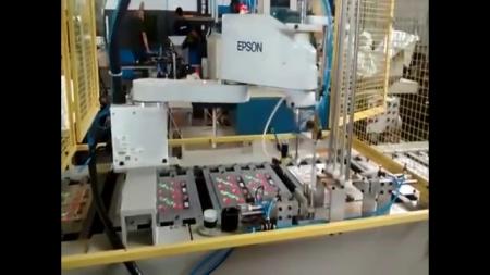 스카라 로봇을 이용한 접착제 도포 및 소형 부품 핸들링