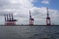 해수부, 항만산업의 국제 경쟁력 강화에 나서