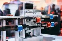 기계 및 생산 라인에서 XTS Track Management를 통한 이송 유연성의 극대화