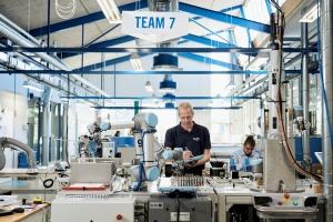 코로나로 얼어붙은 제조업계, 위기 돌파를 위한 해답 협동로봇